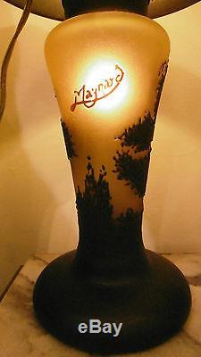 Beautiful Art glass cameo table lamp signed Maynard