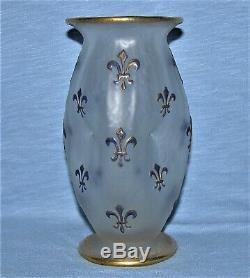 Elegant Signed Daum Nancy Fleur de Lis Cameo Vase 5-3/4 Tall