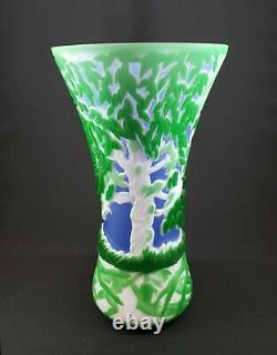 Exceptional Signed & Numbered Kelsey/Bomkamp Gala Cameo Art Glass Vase 10.5