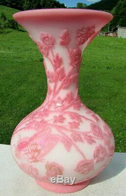 FENTON CAMEO Carved SWIRLING ROSE #17of 75 Kelsey Murphy-Robert Bomcamp VASE