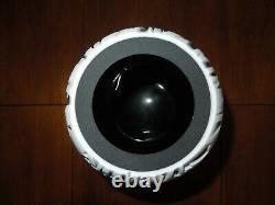 Fenton Art Glass Home Black & White Cameo Wolf Vase by Murphy/Bomkamp #57/175