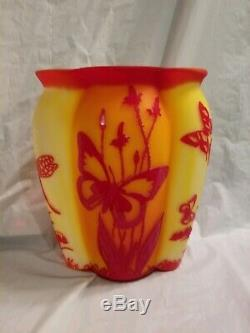 Fenton Cameo Vase 9''tall Butterfly\Heaven excellent condition