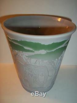 Fenton Glass KELSEY BomKamp Cameo ELEPHANTS Sample Grey Diamond Optic Vase #1/8