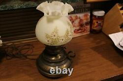 Fenton Hand Hammered Painted Signed Daisies on Cameo Colonial Lamp 1978 1983