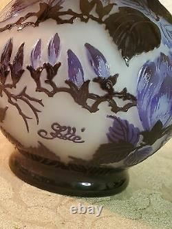 French Galle floral squatty cameo glass lamp, late 20th C