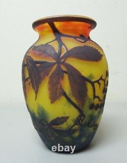 ORIGINAL MULLER FRES LUNEVILLE FRENCH CAMEO 5.5 ART GLASS VASE, c. 1925