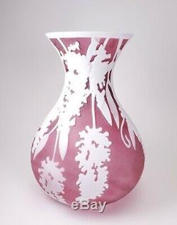 Pilgrim Cameo Cranberry Kelsey Murphy Signed Sand Carved Art Glass 9 3/4 VASE